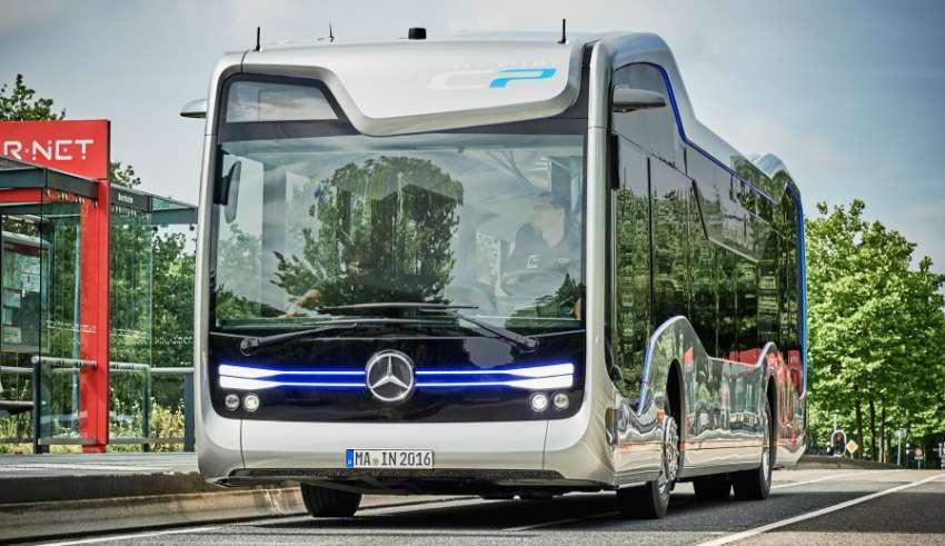 Автономный автобус Mercedes совершил пробную поездку по дорогам общего пользования