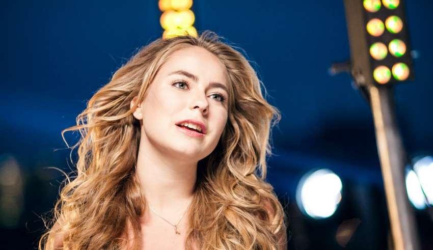 Алексия, дочь Татьяны Навки и Александра Жулина, представила свой дебютный клип