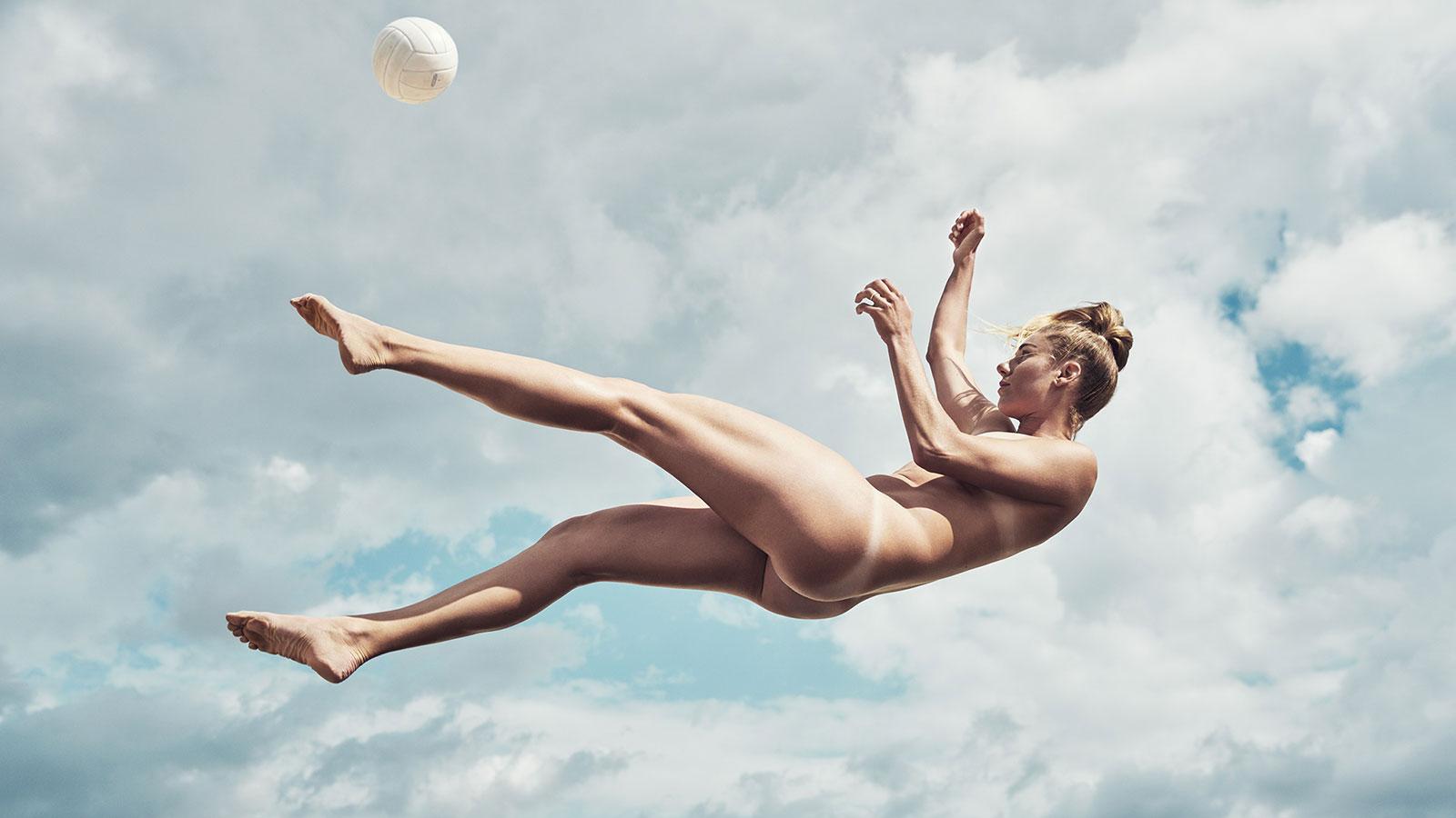 April Ross. В ежегодной фотосессии Body Issue для журнала ESPN приняли участие 20 известных спортсменов