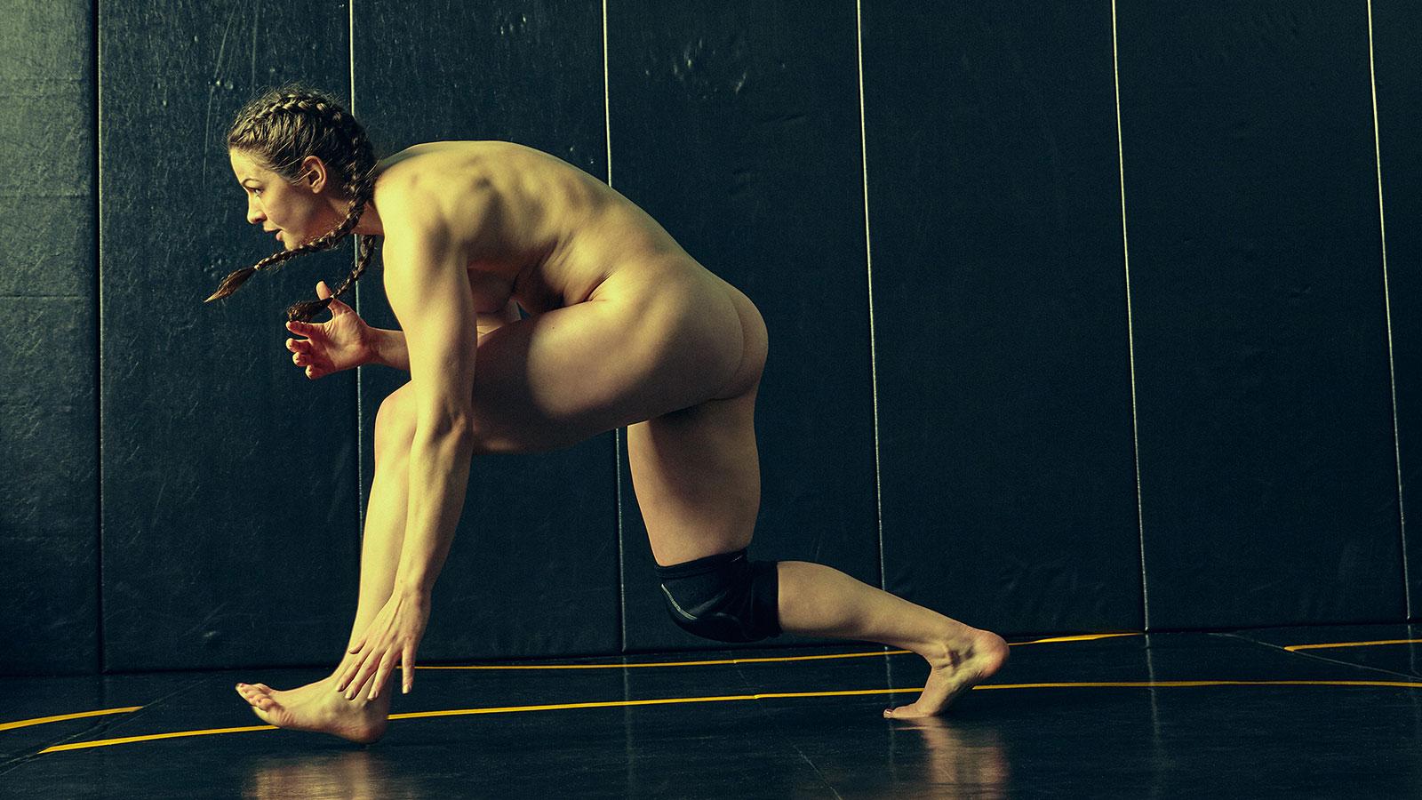 Adeline Gray. В ежегодной фотосессии Body Issue для журнала ESPN приняли участие 20 известных спортсменов