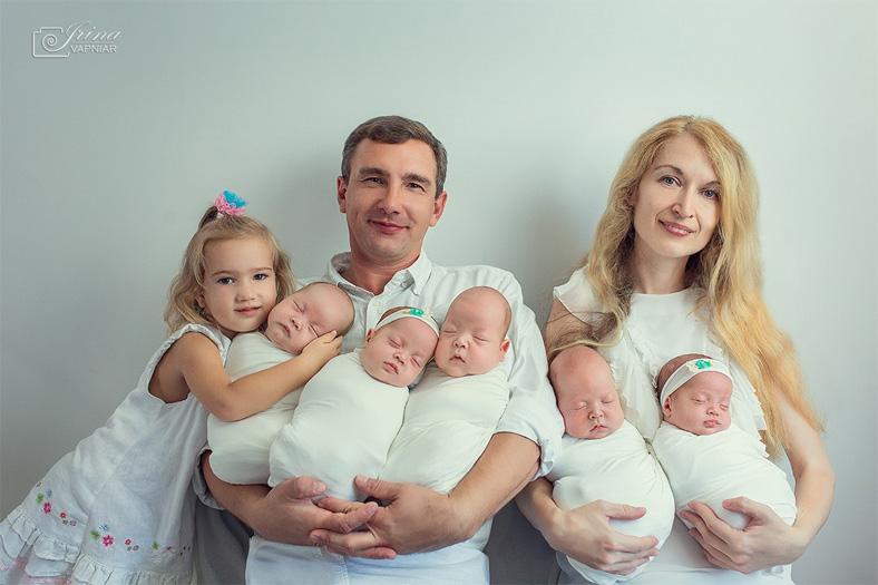 Пятерняшки из Одессы стали любимыми моделями фотографов