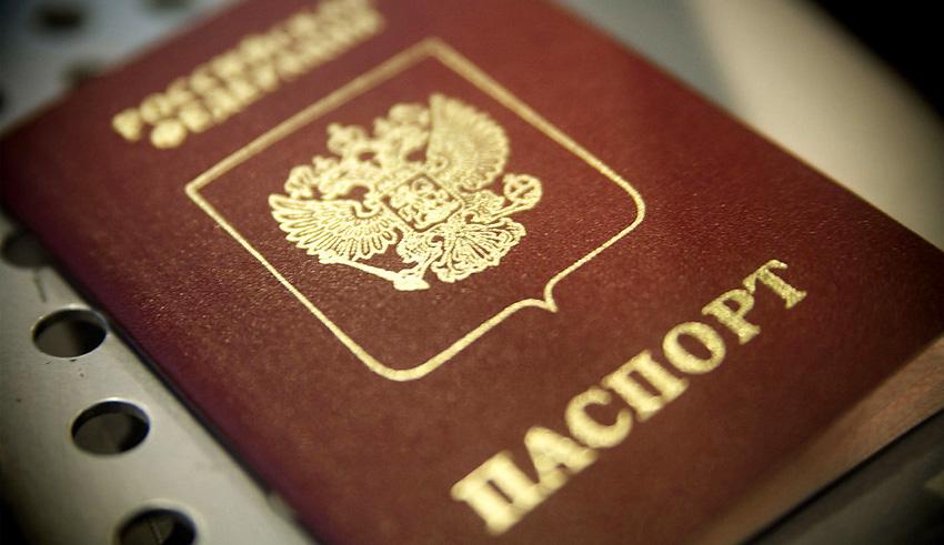 Россияне смогут подать заявку и получить паспорт в МФЦ
