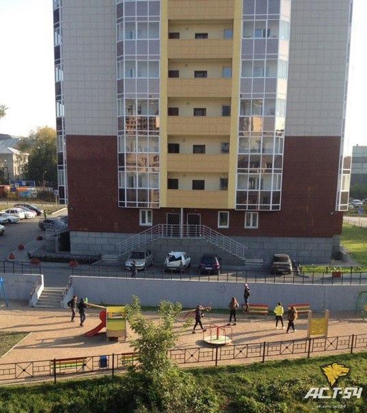СК начал проверку по факту падения 16-летнего парня с 23 этажа в Новосибирске