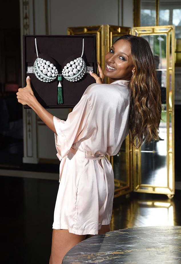 Жасмин Тукс представит бюстгальтер Fantasy Bra стоимостью $3 млн на шоу Victoria's Secret в Париже