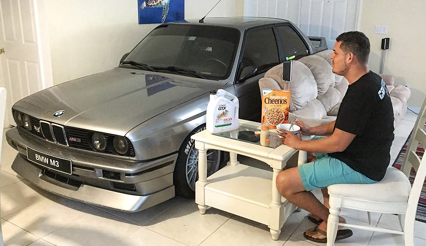 Любящий хозяин спас свой BMW от урагана Мэтью