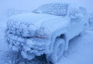 Замороженные автомобили - зима создаёт произведения искусства (25 фото)