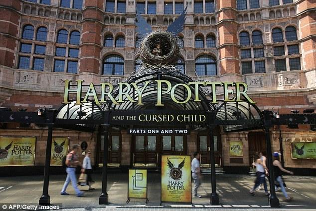 """Ажиотаж вокруг новой постановки """"Гарри Поттер и Проклятое дитя"""" достиг апогея"""