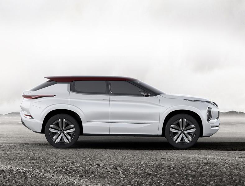 Mitsubishi GT-PHEV - новое поколение японских внедорожников