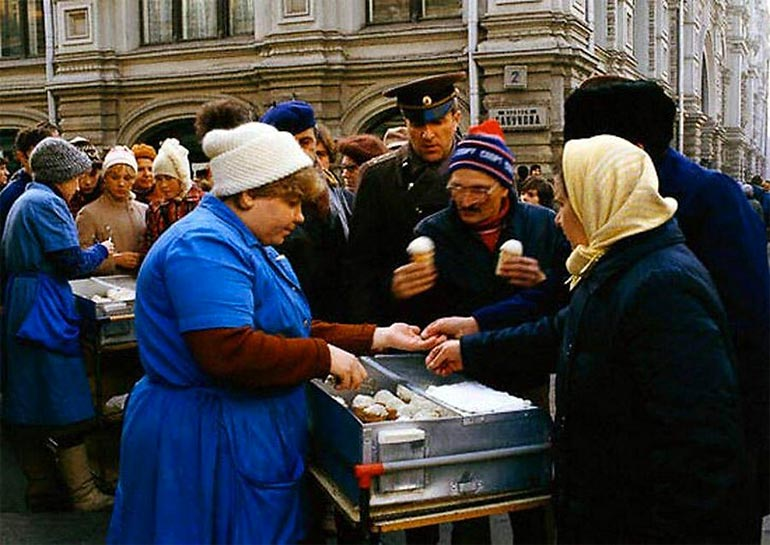 Советские магазины: прогулка по прошлому (31 фото)