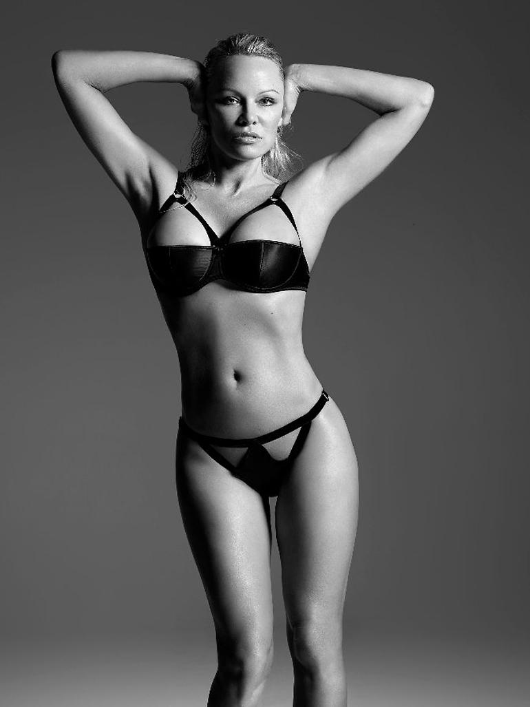 Памела Андерсон снялась в провокационной рекламе нижнего белья для Coco De Mer (9 фото)