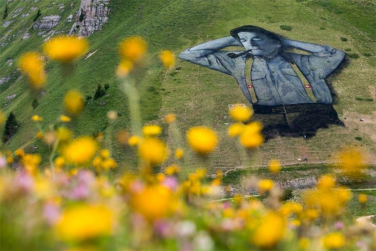 Saype создал в Швейцарии самый большой ленд-арт в мире (14 фото + видео)